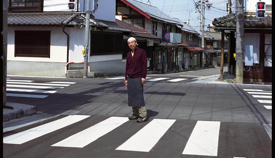 Hombre en medio de la calle