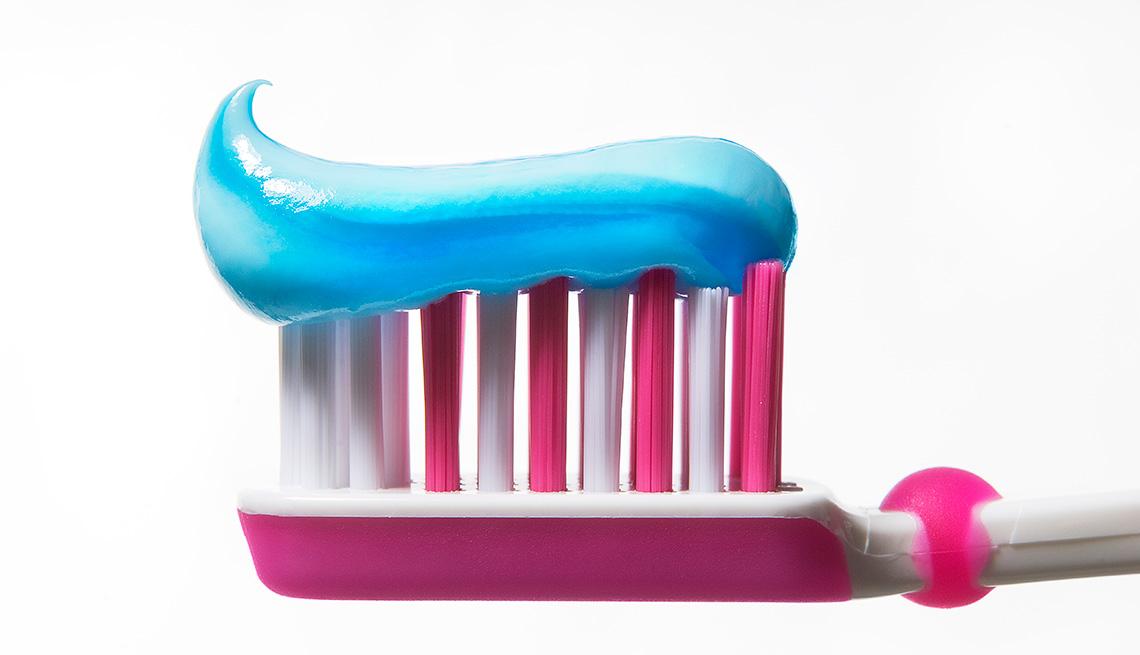 Cepillo y pasta dental