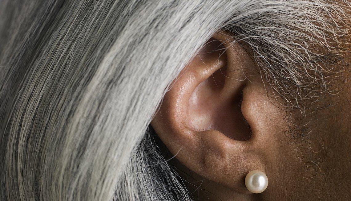 Oreja de una mujer - Pérdida de audición