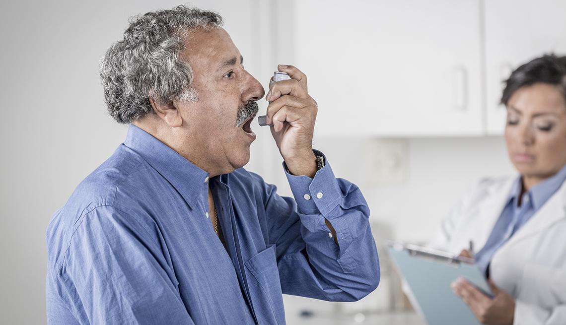 Hombre asmático