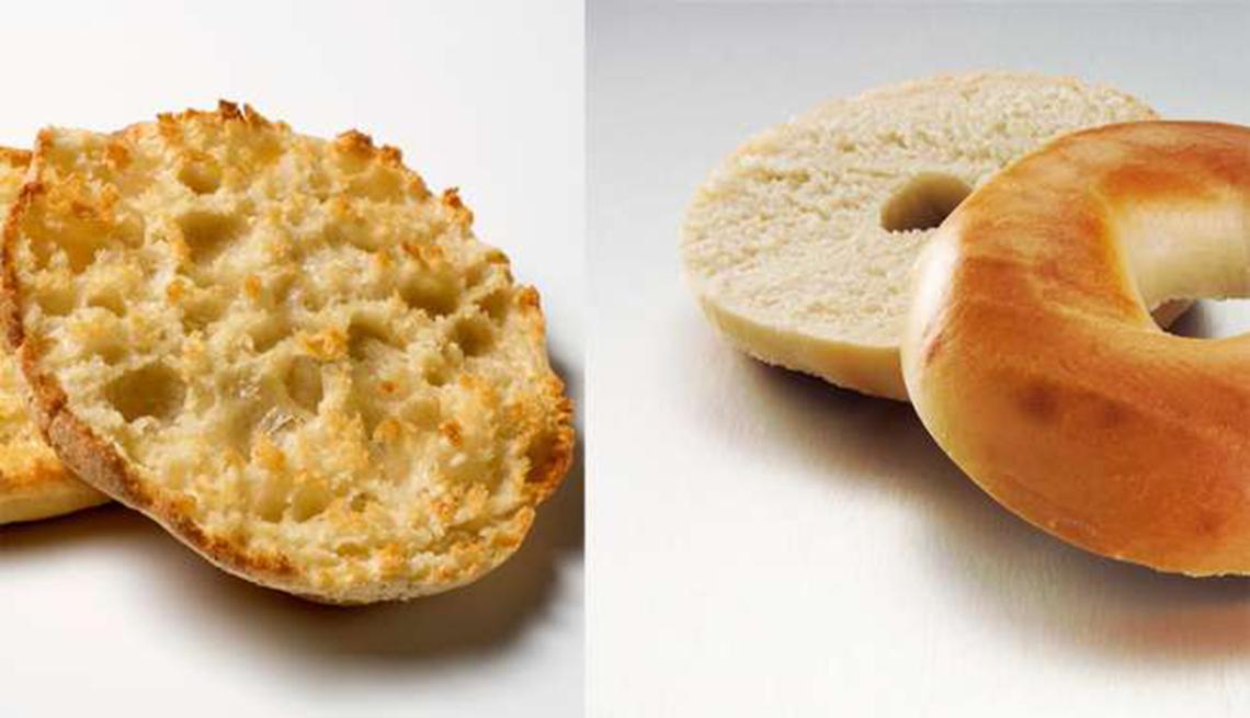 Panecillo inglés versus una rosca de pan