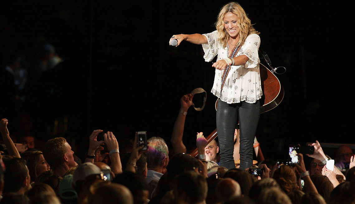 Sheryl Crow interacts with her audience, Sheryl Crow and Melissa Etheridge Beat Cancer and Heartbreak