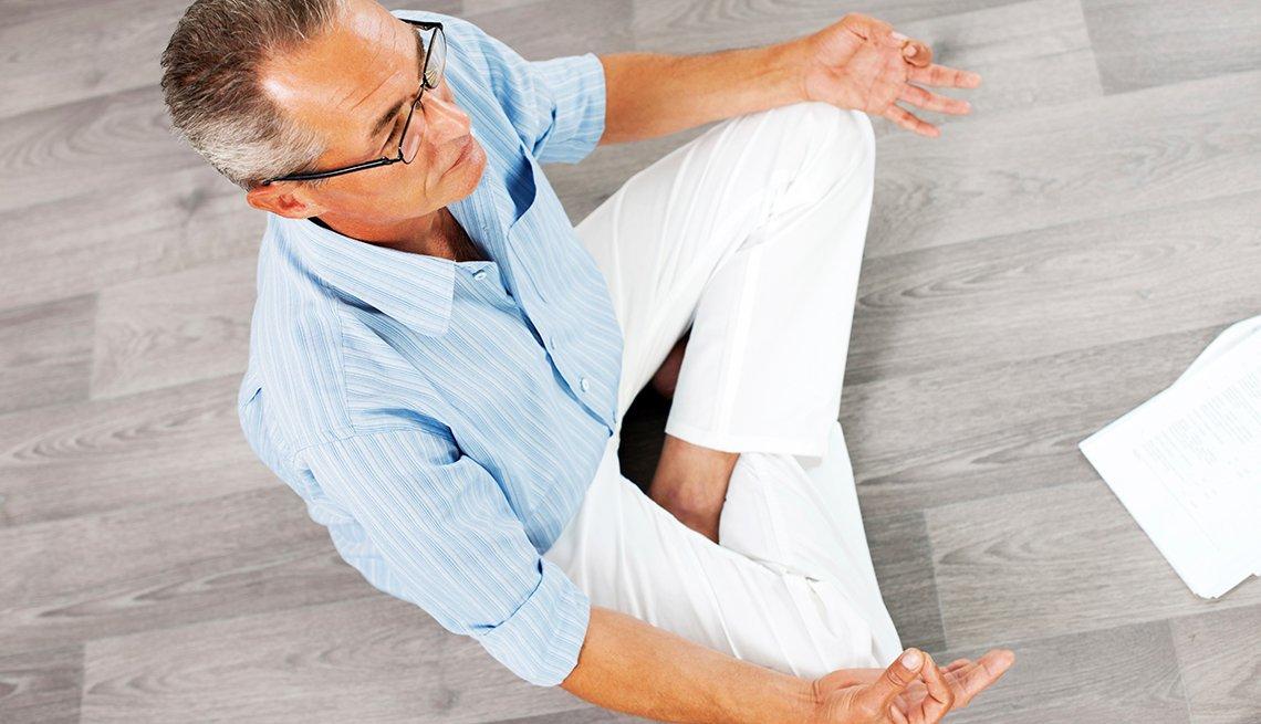 Man meditating, Meditation benefits mind and body