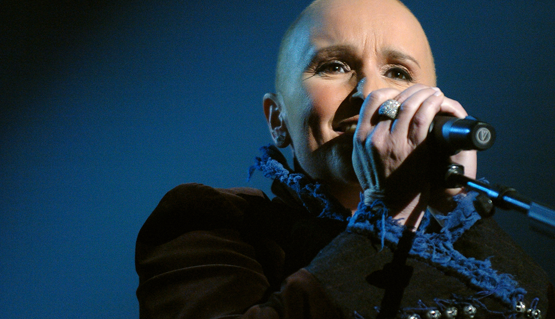 Melissa Etheridge sings, Sheryl Crow and Melissa Etheridge Beat Cancer and Heartbreak
