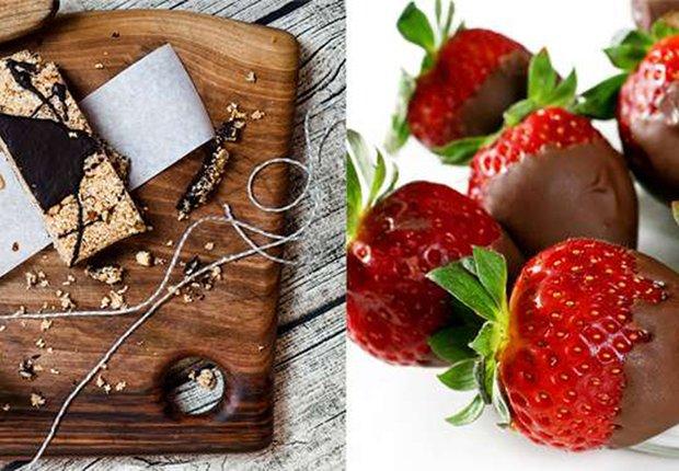 Barras de granola versus fresas con chocolate