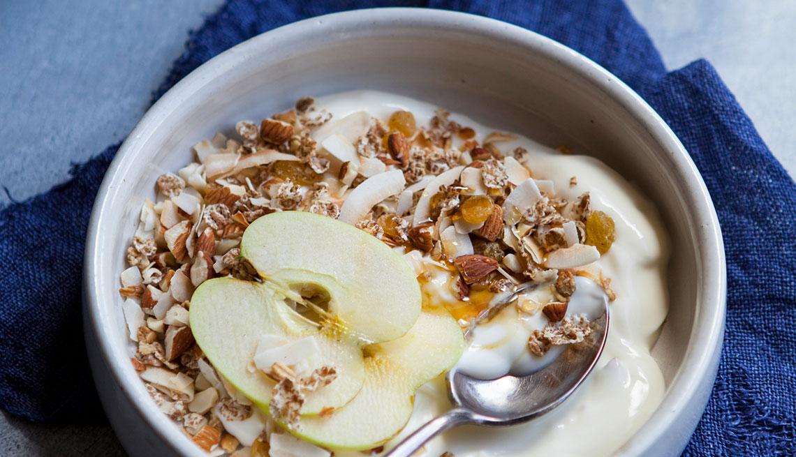 Manzana con yogur y nueces