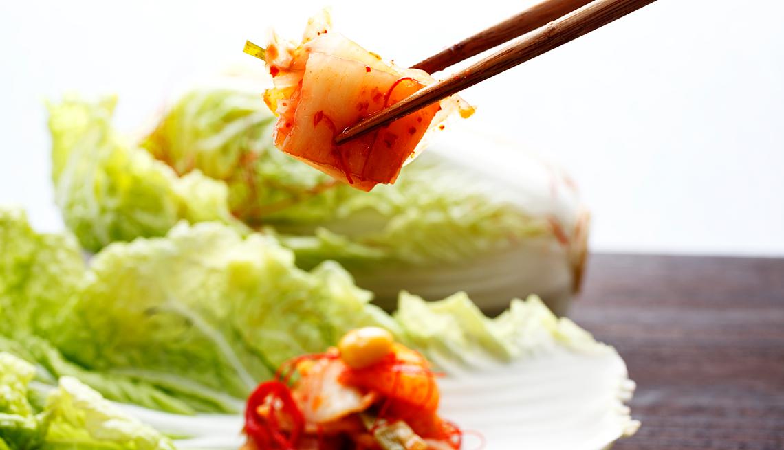 item 6 of Gallery image - Alimentos que debes evitar antes de una salida romántica - Kimchi