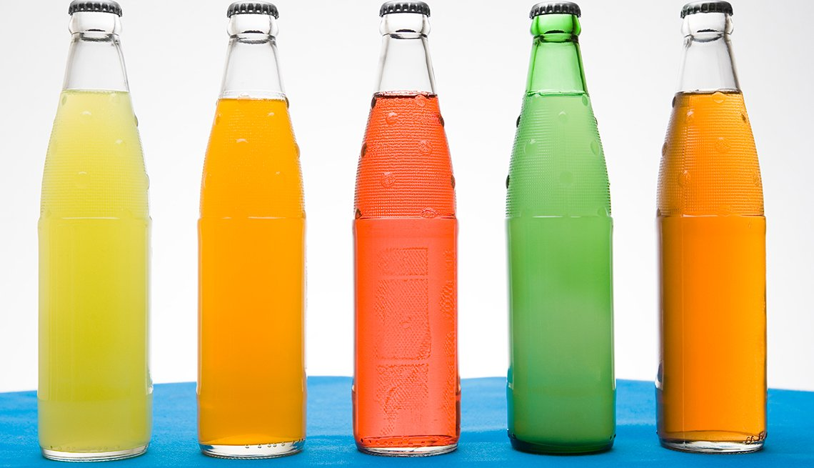 Botellas de jugos de distintos colores