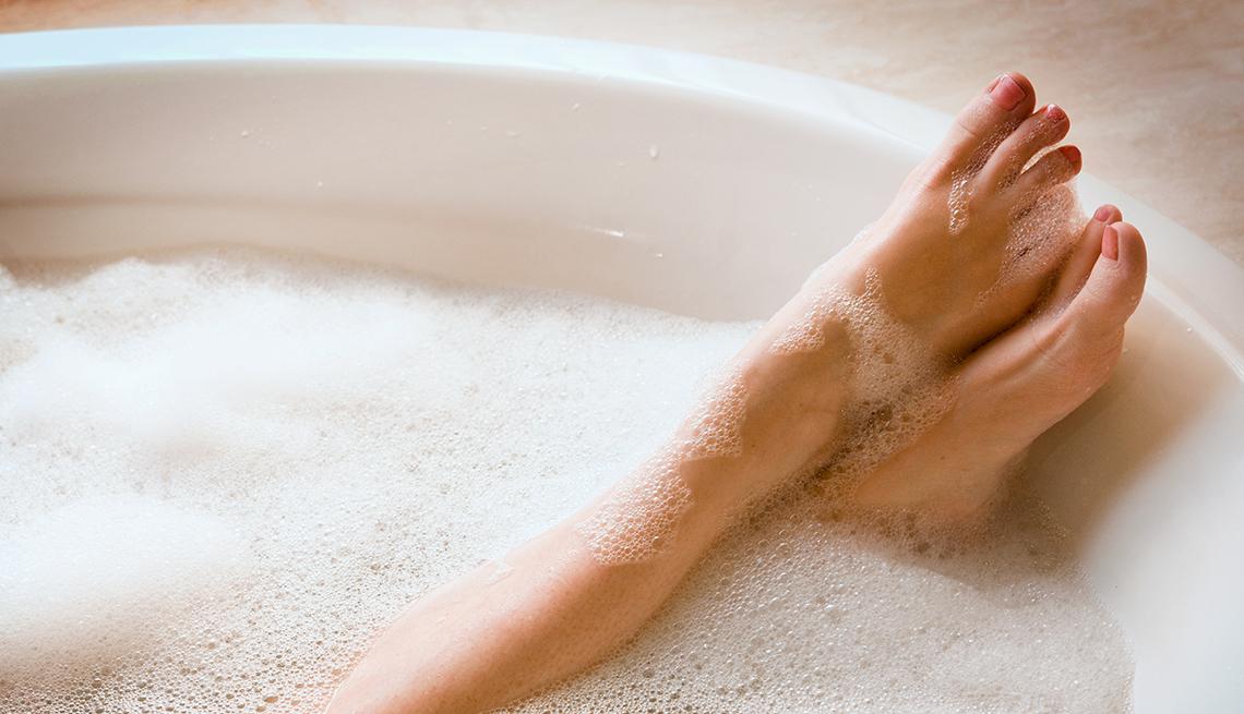 Картинки женских ног в ванной с пеной