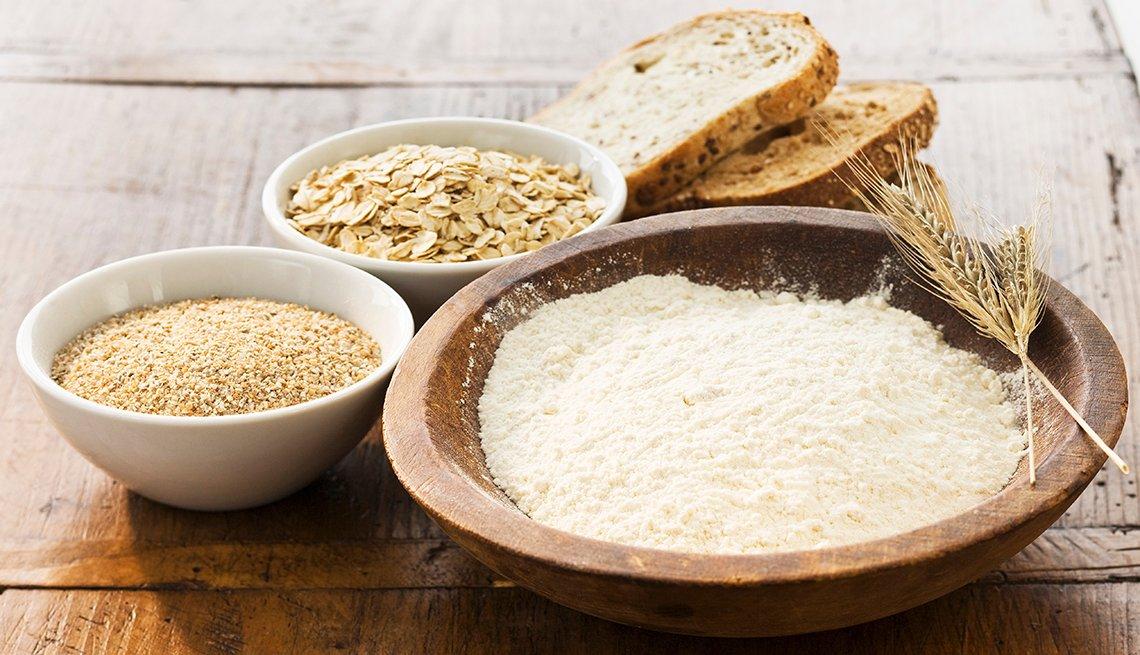 Diferentes cereales y pan
