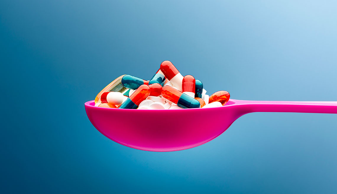 Pills on a pink spoon