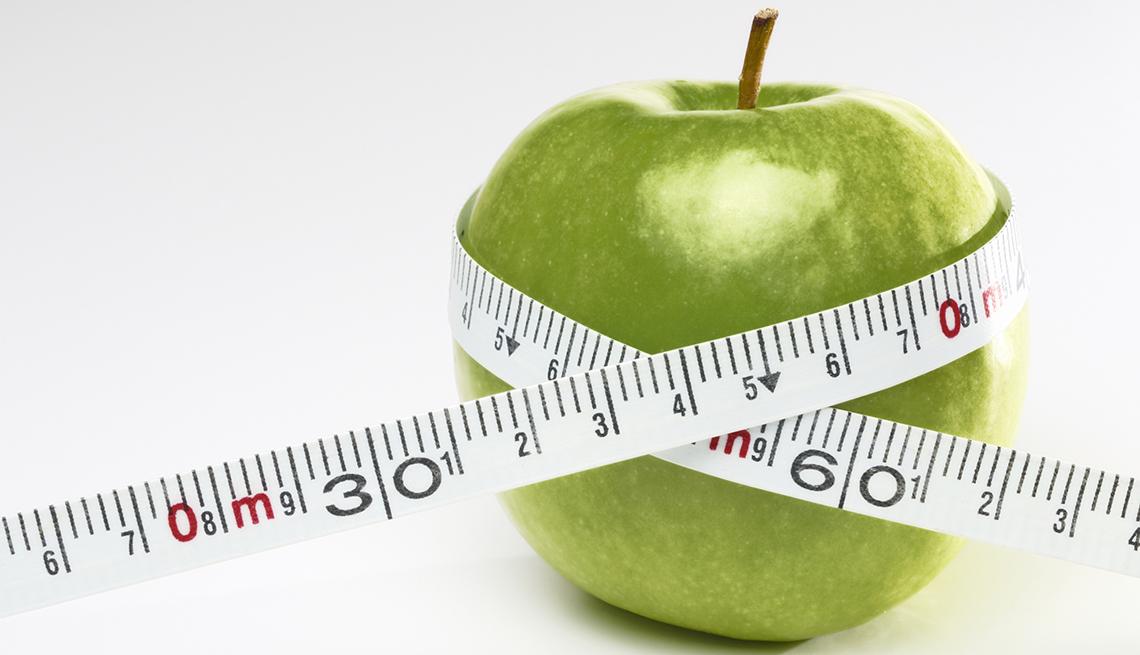 Una manzana con cinta métrica.