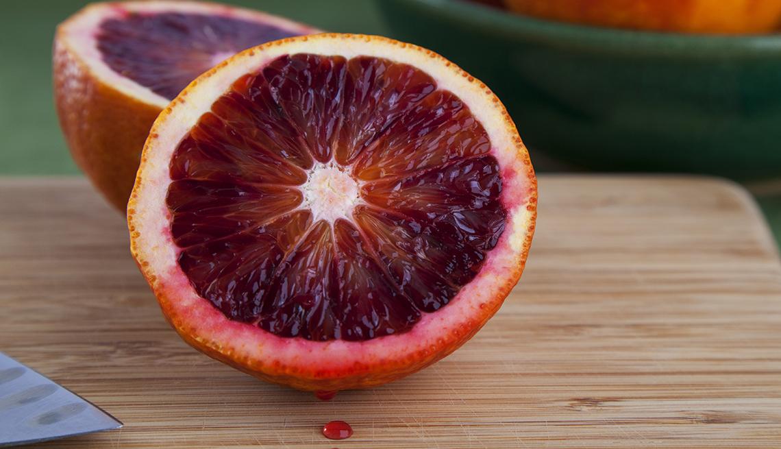 Mitad de naranja roja.