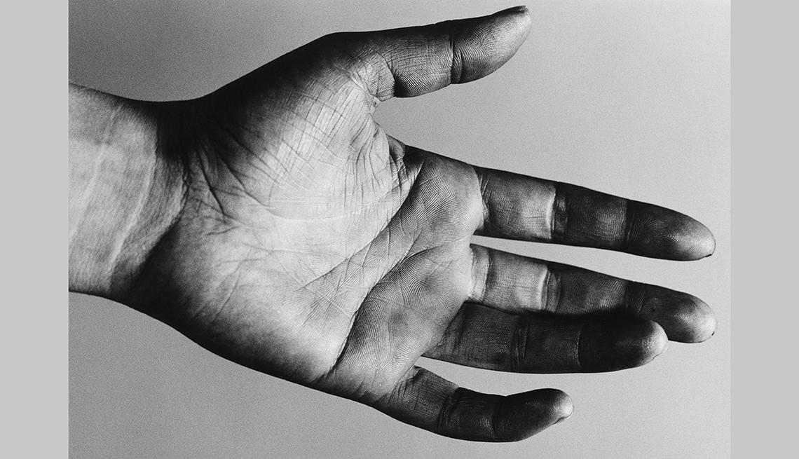 Palma de la mano de un hombre.