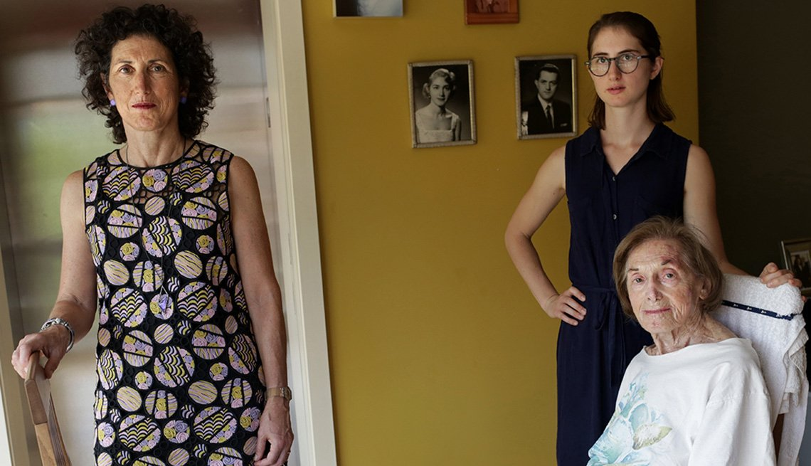 Dra. Rita Redberg junto a su hija Anna Larson y su madre Mae Redberg