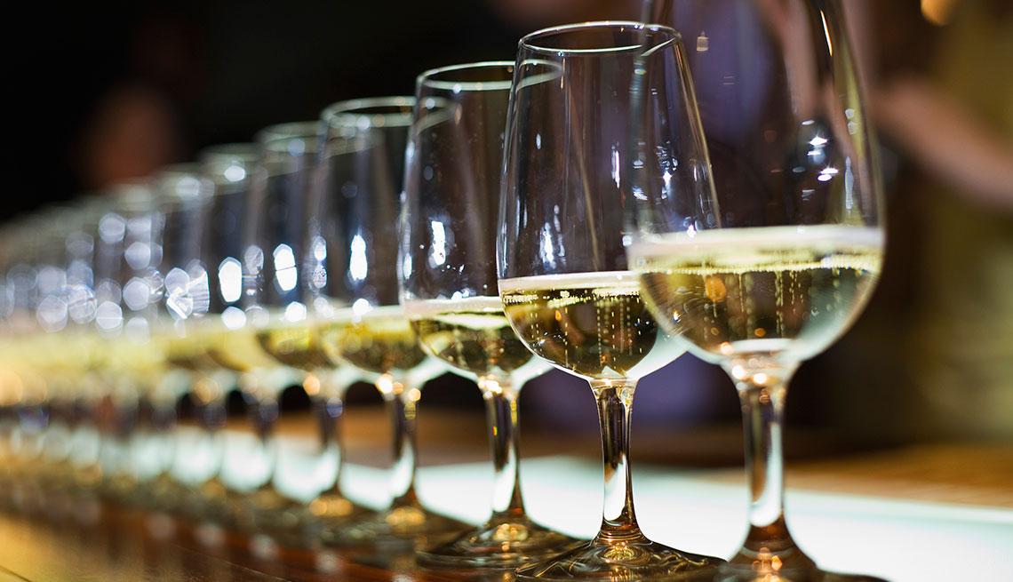 Copas con vino blanco