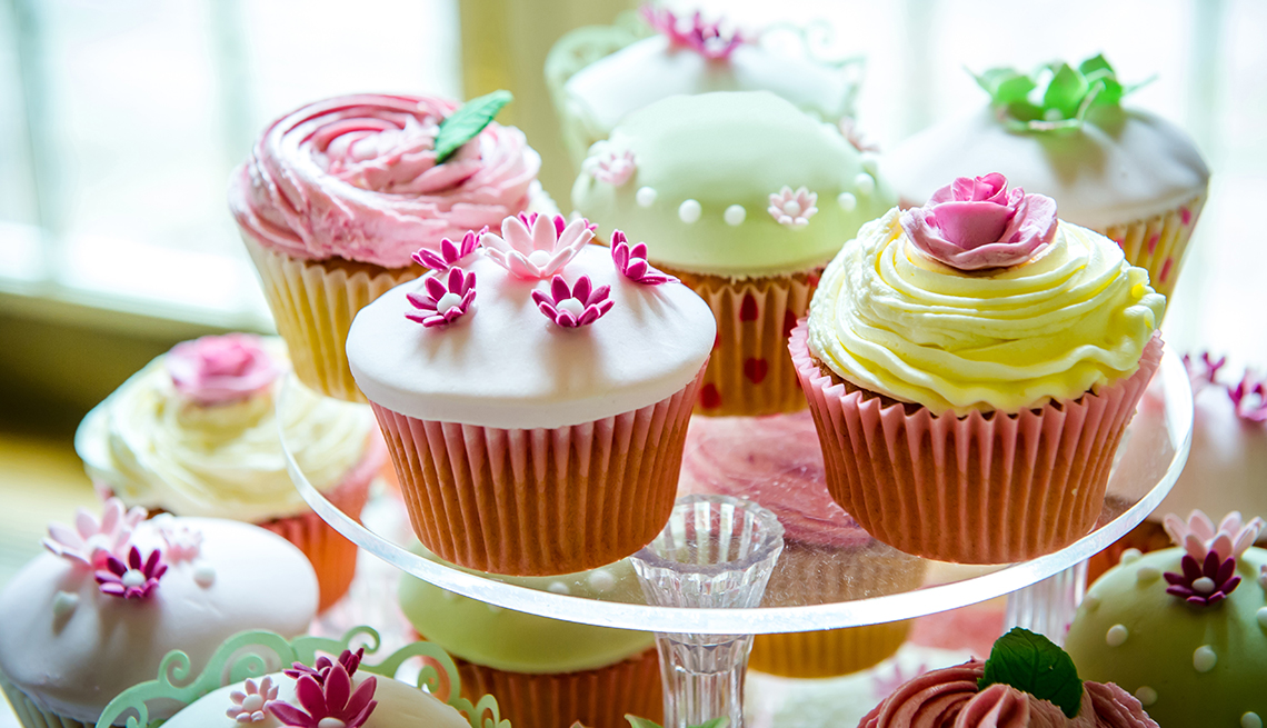 Colorful cupcakes sitting on a tiered tray.