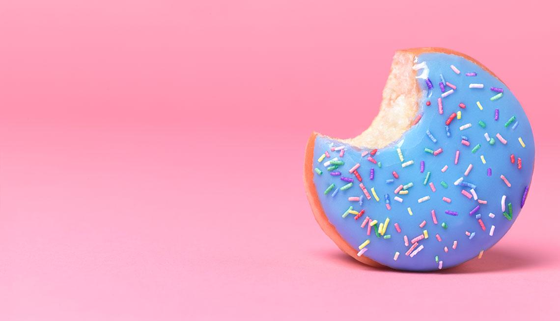 Dona con cubierta de azúcar y lluvia de colores