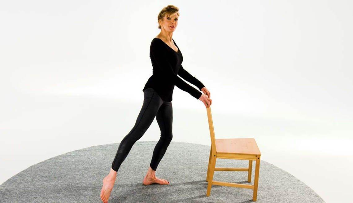 Kathy Smith demuestra un ejercicio de barra
