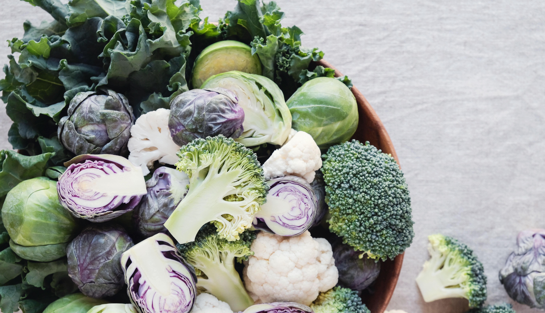 item 1 of Gallery image - Coles de bruselas, kale y brócoli en un envase