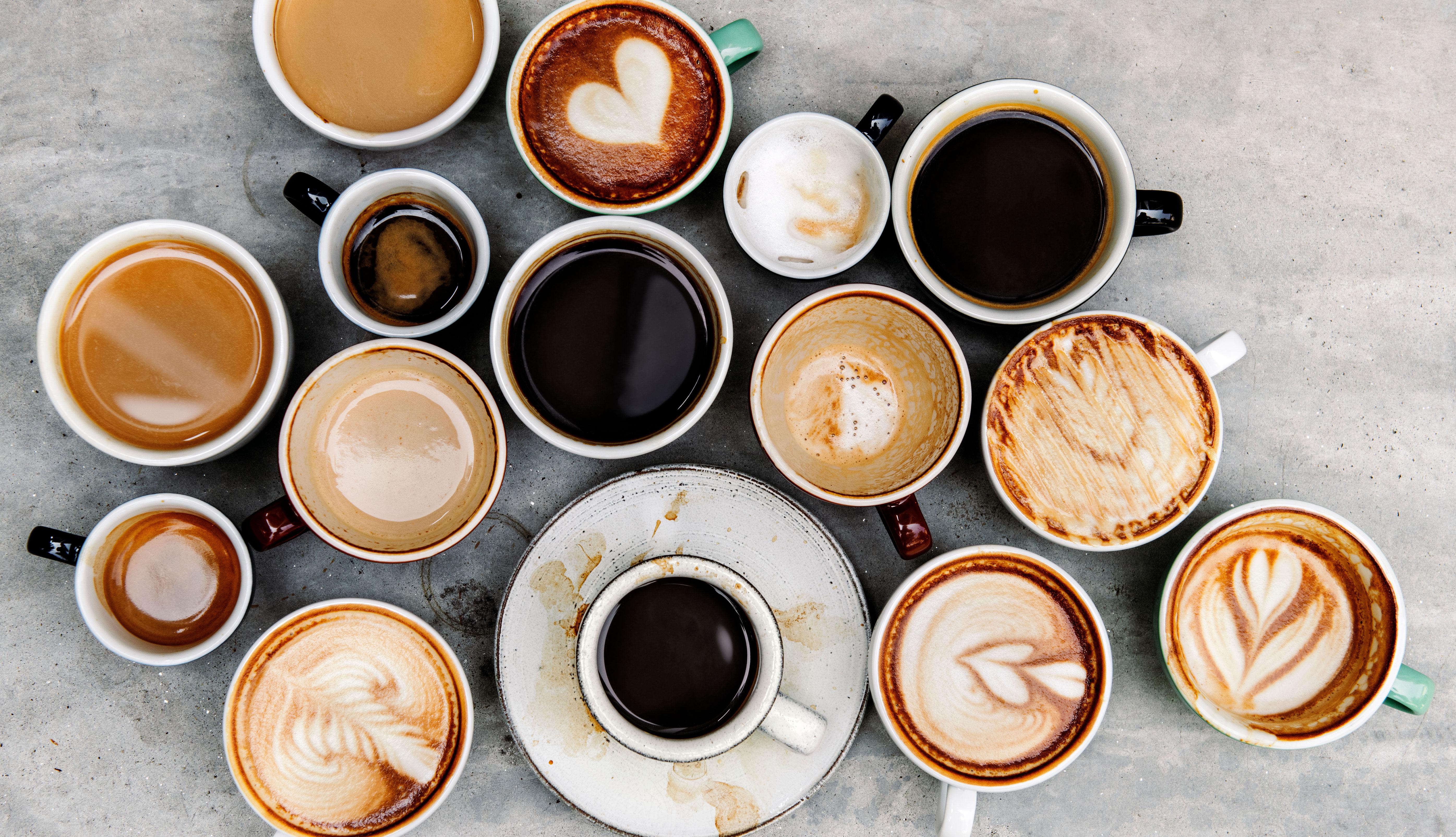item 4 of Gallery image - Varias tazas de café sobre una mesa