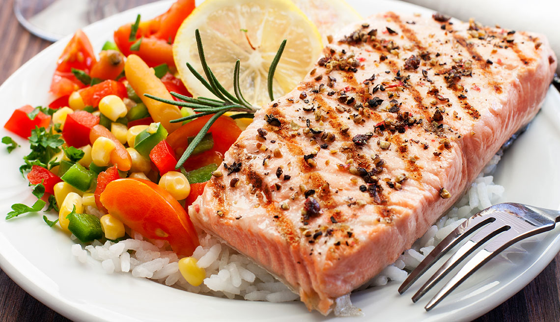 Salmón a la plancha y vegetales