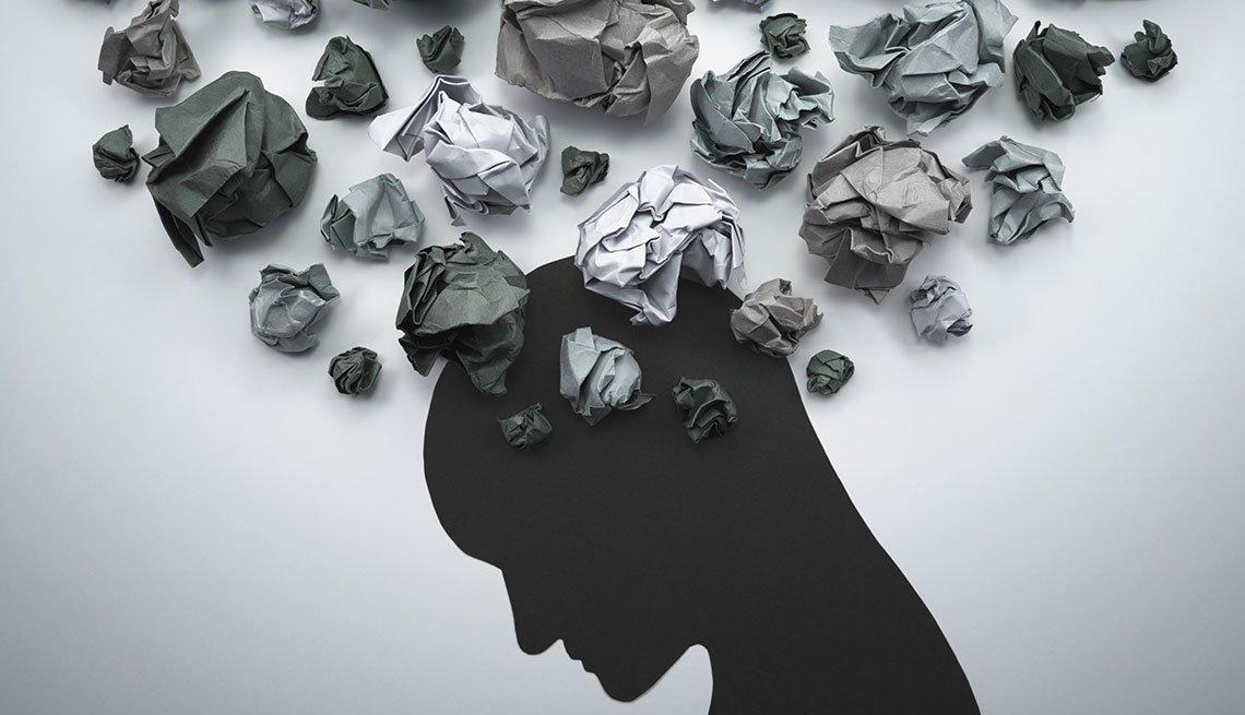 Silueta de una persona y bolas de papel le salen de la cabeza