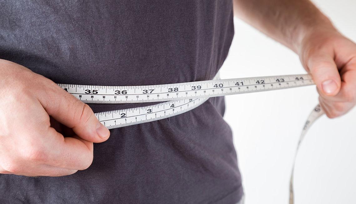 item 6 of Gallery image - Hombre mide su abdomen
