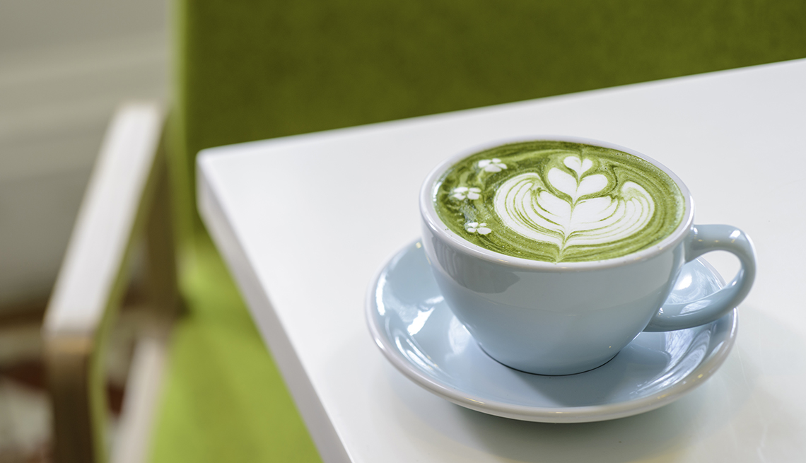 green matcha tea latte