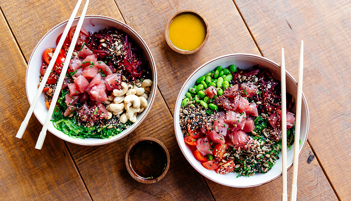 poke bowls with tuna and fresh vegetables