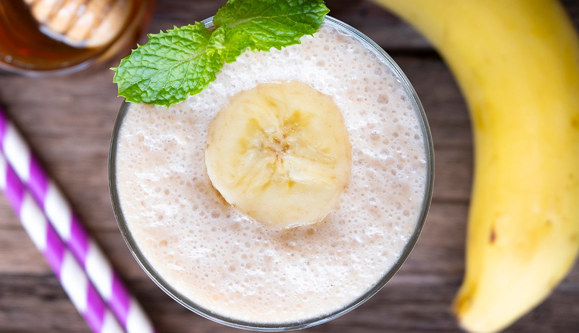 image of a smoothie with banana and mint