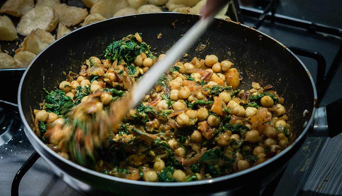 Verduras de hoja con garbanzos al curry