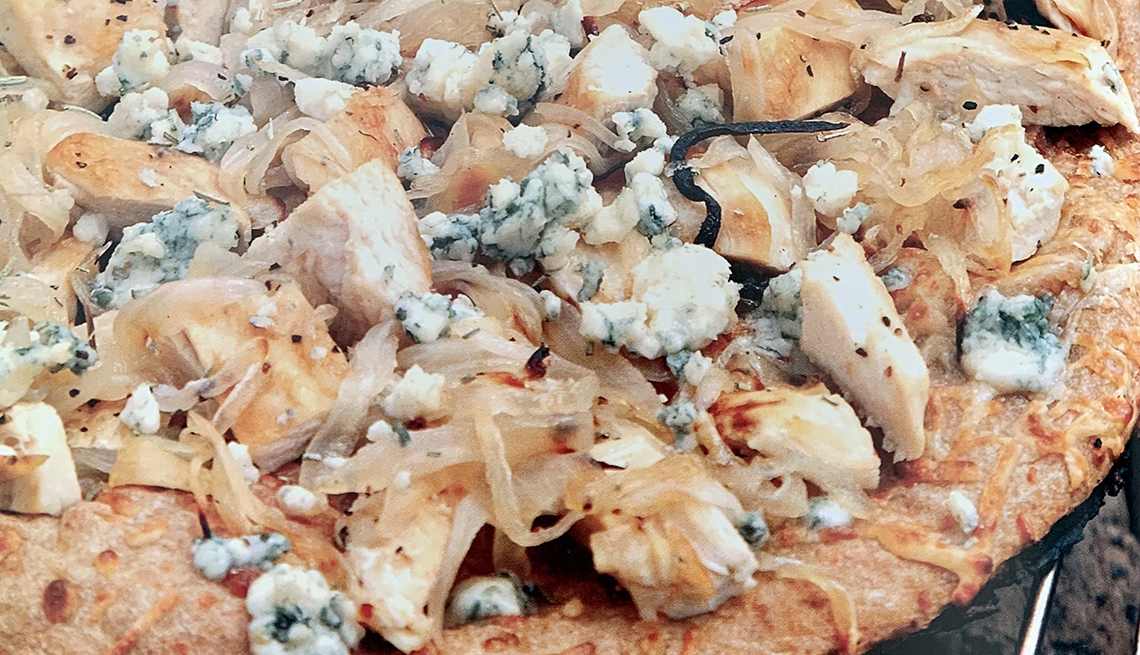 flatbread pizza with chicken caramelized onions and bleu cheese
