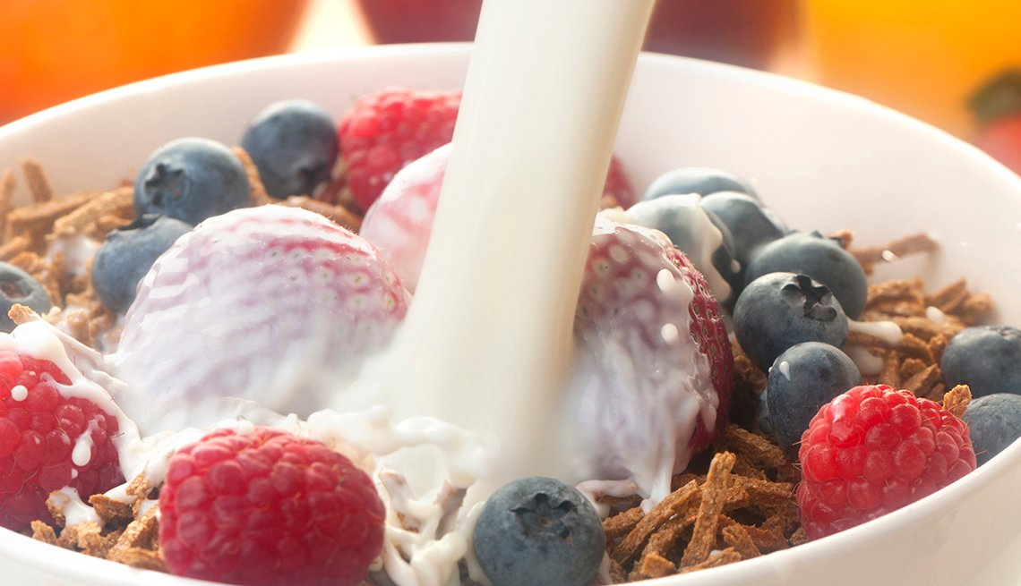 Close up of a bowl of bran cereal with berries.