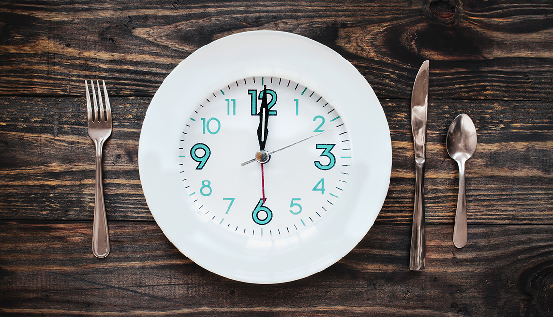 A plate on a table with a clock on the face of the plate