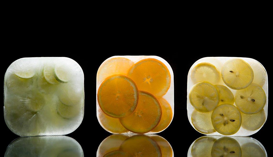 item 2 of Gallery image - Frutas cítricas en rodajas congeladas en forma de paquete de hielo