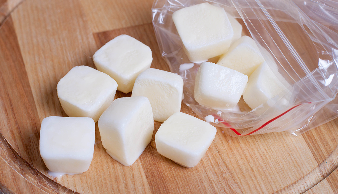 item 3 of Gallery image - Leche congelada en cubitos de hielo