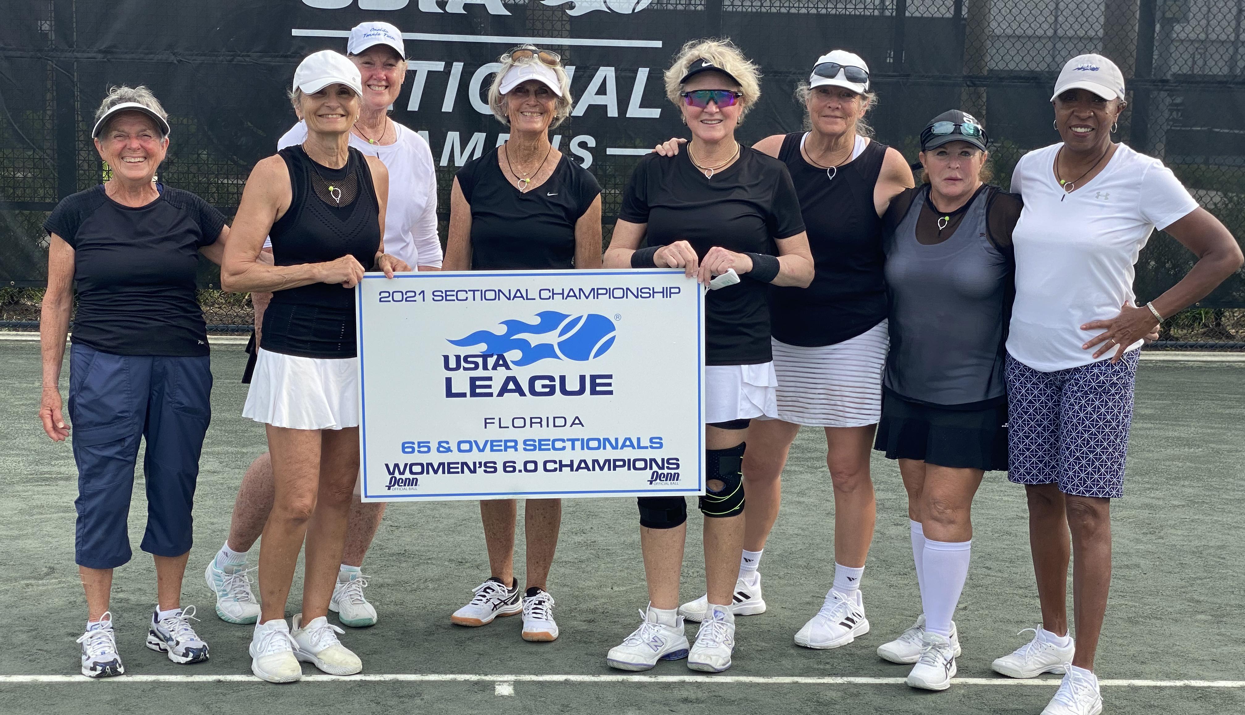 Leslie Hagan junto a su equipo de tenis de Marion County, Florida