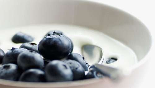 7 Healthy Foods To Keep You Young - Blueberries, Yogurt