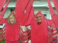 Una pareja posando con un disfraz de langosta. El estado de Maine tiene el mayor promedio de edad del país, el 42,7.