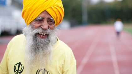 100-year-old Fauja Singh became the oldest person to complete a marathon in Toronto on October 16, 2011