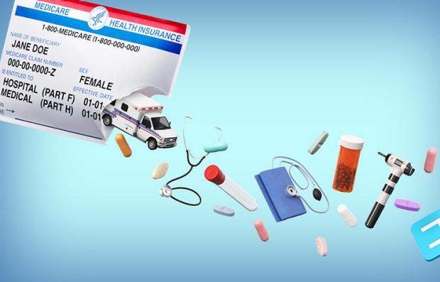 Ambulancia, estetoscopio y medicamentos saliendo deun sobre que simula una tarjeta de Medicare
