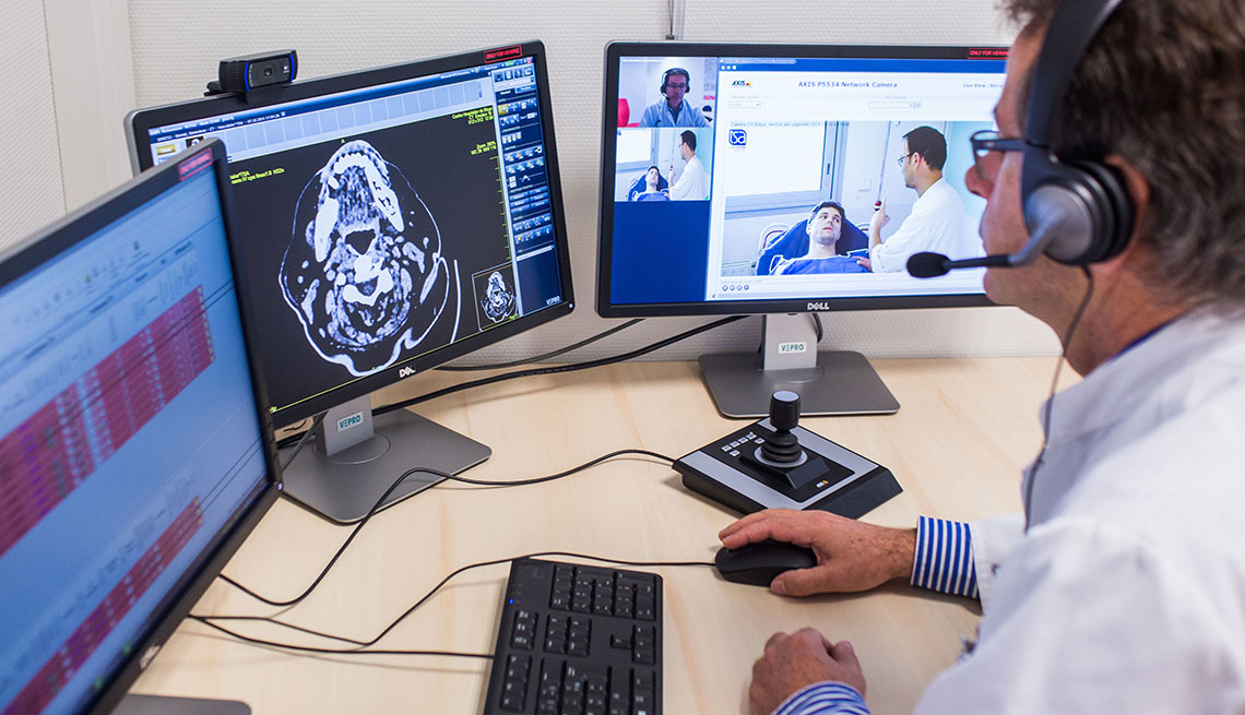 Treatment of a patient with symptoms of a stroke by an emergency physician at Blaye hospital and remote examination and validation (CT and angiography) imaging criteria by a neurologist Unit Neuro vascular of Bordeaux hospital.