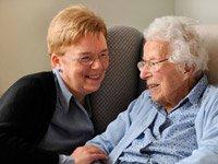 Madre e hija - la forma de aplicar a Medicaid para pagar los gastos de un hogar de ancianos