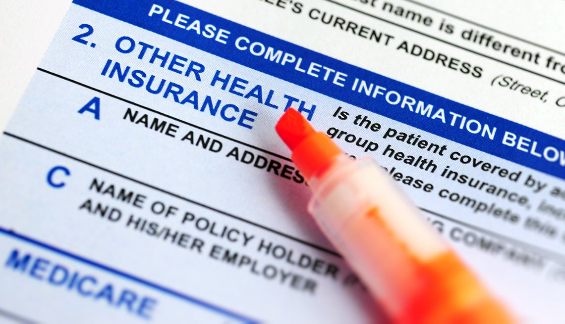 Un marcador sobre un formulario de Medicare