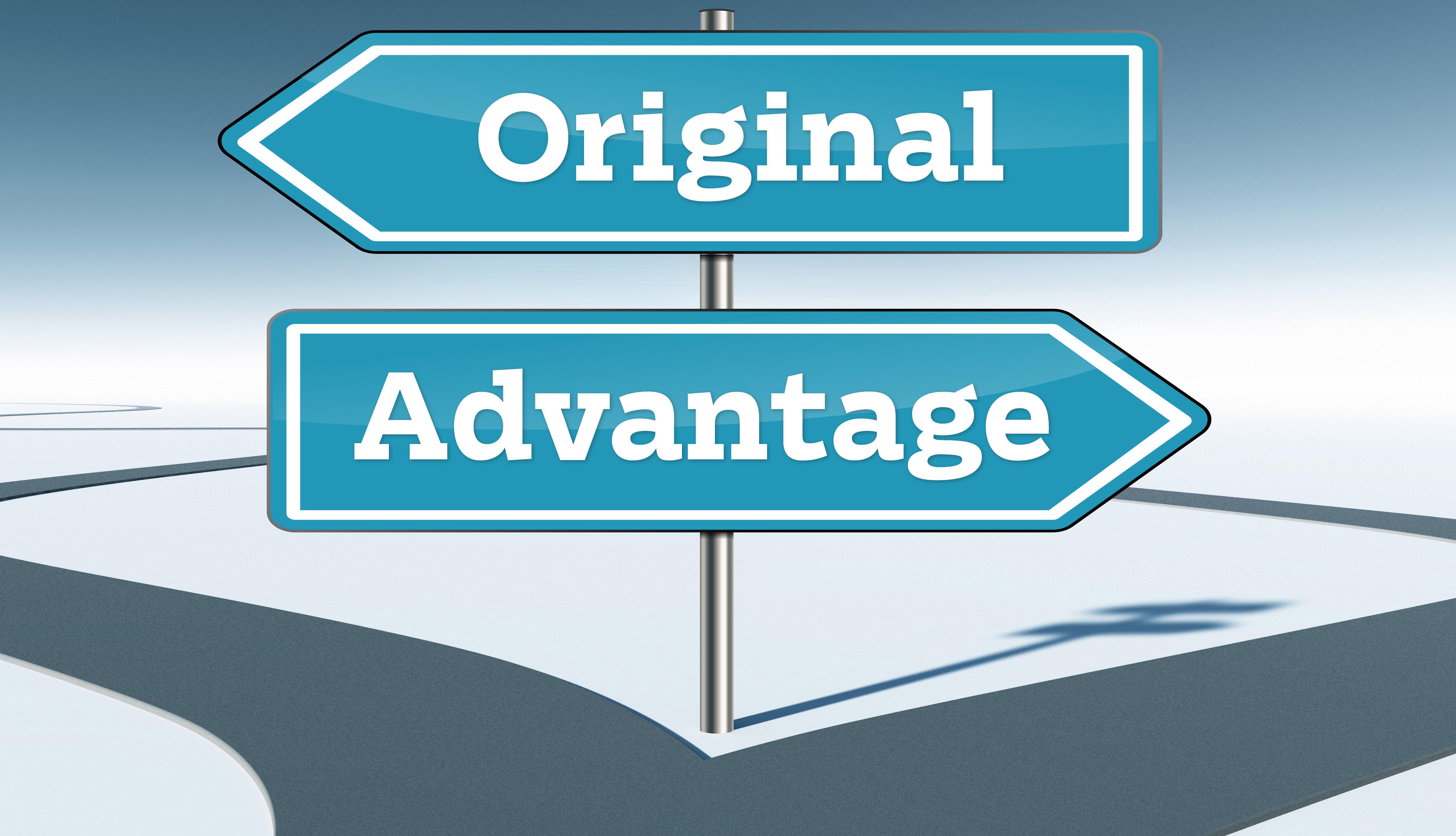 Ilustración que muestra una carretera que se divide en dos y dos rótulos que dicen original y advantage en referencia a Medicare