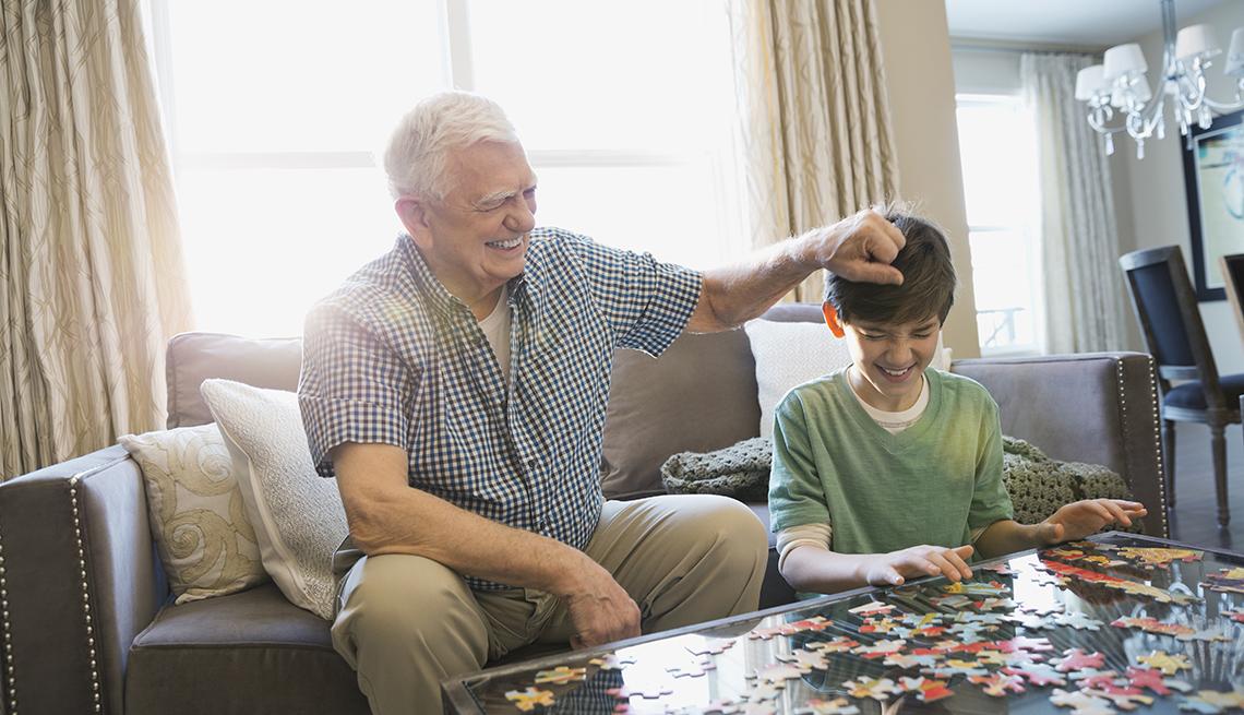 Cómo afecta a tus hijos el hecho de cuidar de tus padres