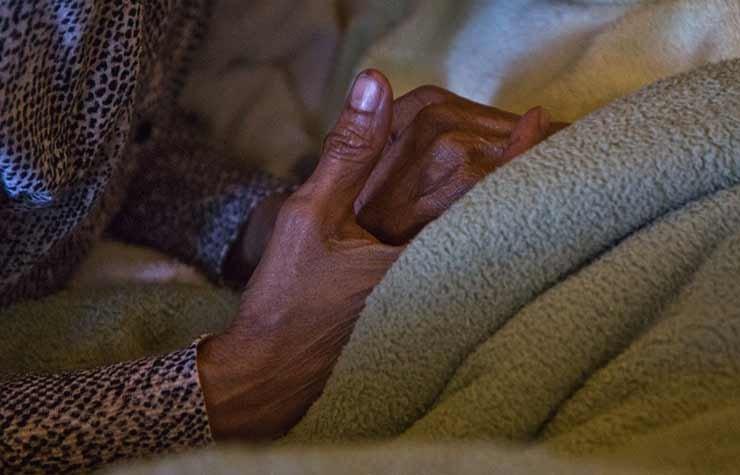 Cuidar a un ser querido en casa requiere capacitarse