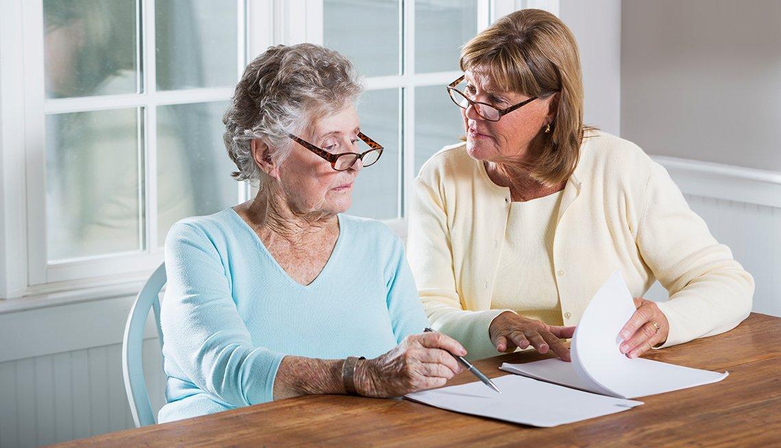 Dónde encontrar ayuda del gobierno federal para familias cuidadoras