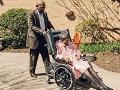 El cuidador silencioso - James Dotson (con su madre, Edith)